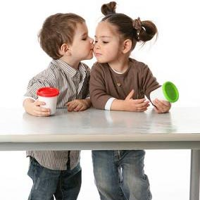 csókolózni - цалавацца
