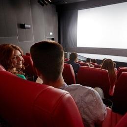 кінотеатр - ein Kino
