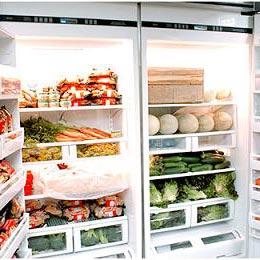 ένα ψυγείο - et køleskab