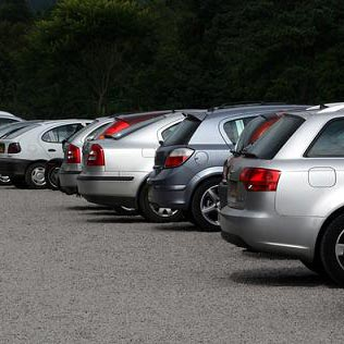 παρκάρω - parcheggiare