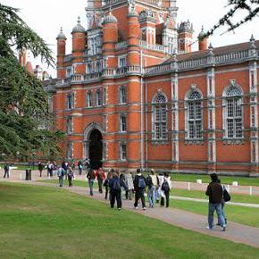 a university - الجامعة