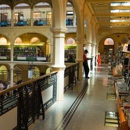 ร้านหนังสือ - ένα βιβλιοπωλείο